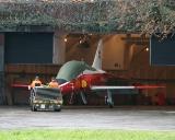 BAe Hawk Mk 66 U-1261 wird in die Kaverne gestossen